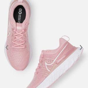 Nike flyknit women react infinity shoe